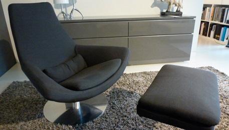 Sessel mit hocker metropolitan design m bel outlet for Designer polstermobel outlet